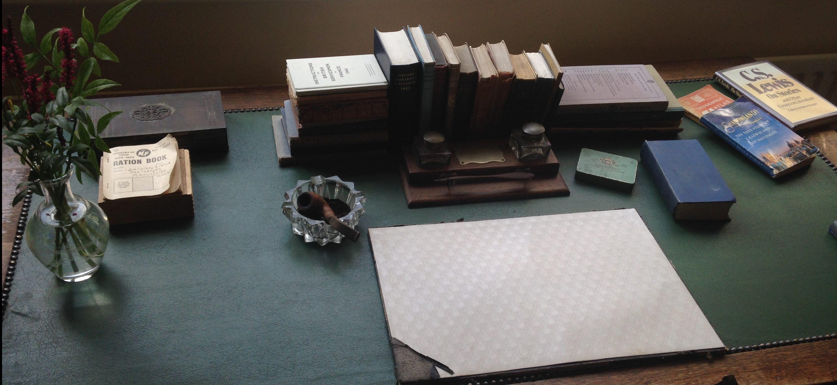 the-kilns-lewis-desk